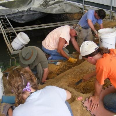 12. volunteer crew in rhino pit